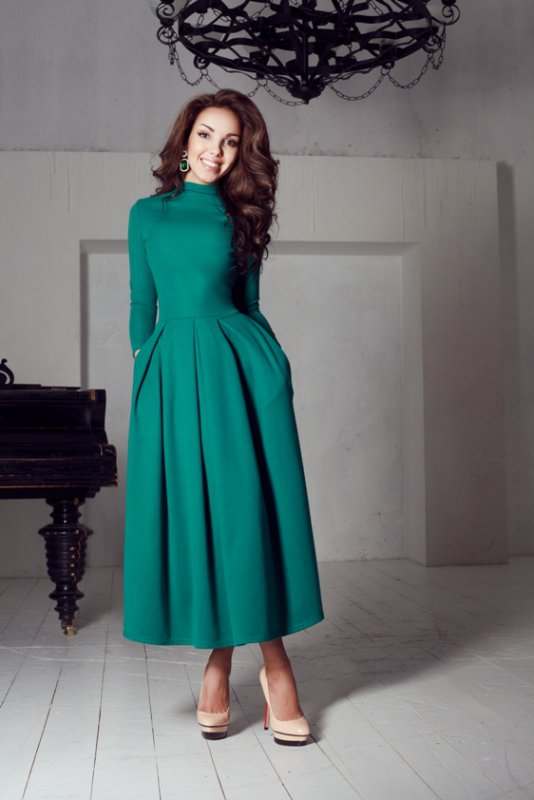 Изумрудного цвета длинные платья