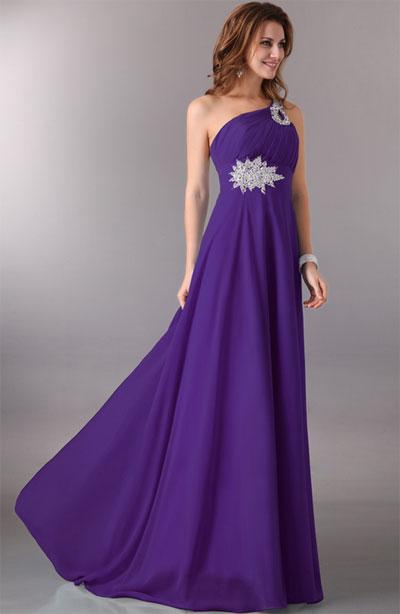 Вечерний наряд фиолетового цвета