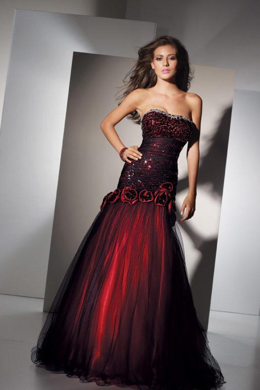 Соблазнительное платье красно-черных тонов
