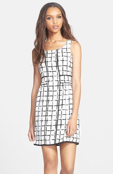 Вариант платья с двухцветной яркой сеткой