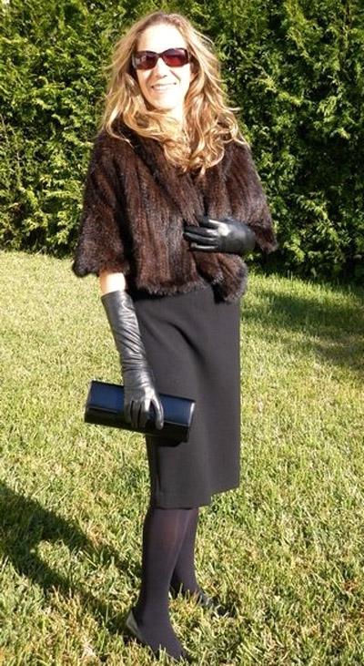 Длинные перчатки и меховое манто