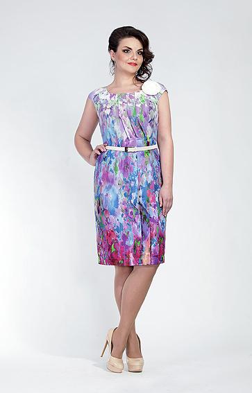 Платье-футляр с красивым вырезом и тонким ремешком