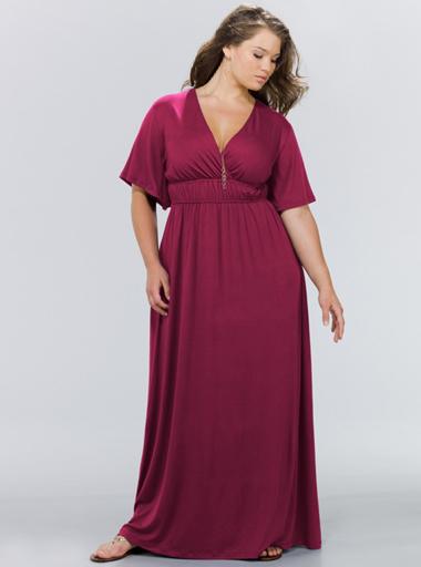 Вариант длинного платья для обладательниц пышных форм