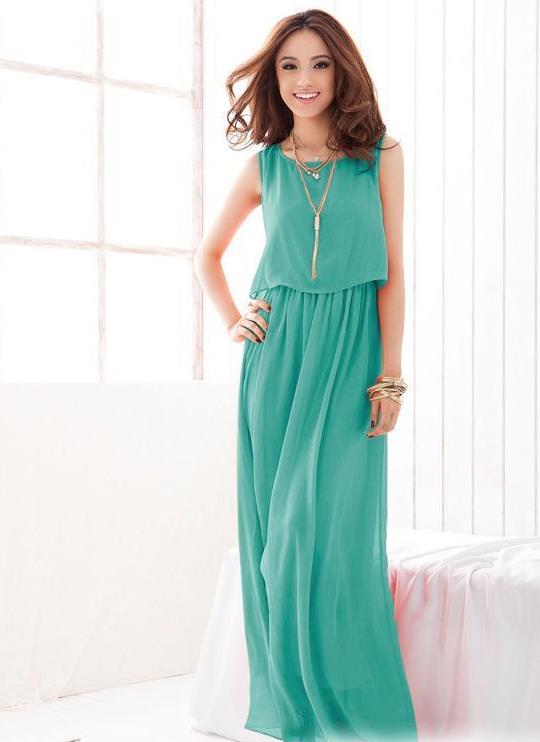 Длинное шифоновое платье оттенка зеленого цвета