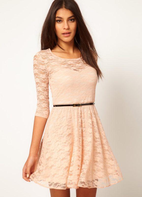 Элегантная модель повседневного платья