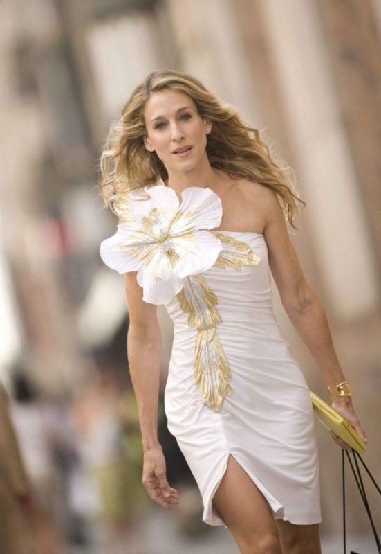 Модель платья с цветком