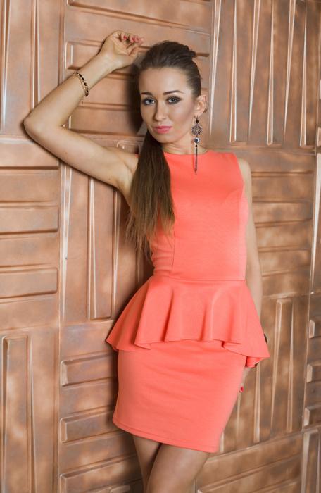 Платье персикового цвета фото короткое