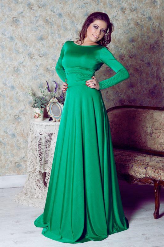 Платье изумрудного цвета в пол