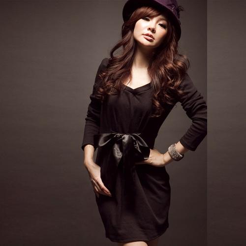 Девушка в платье с бантом и шляпе