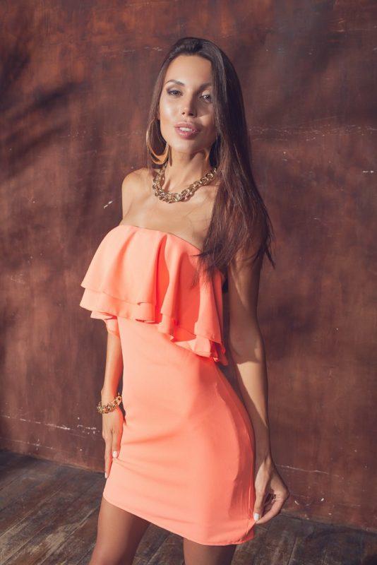 Короткое персиковое платье на каждый день