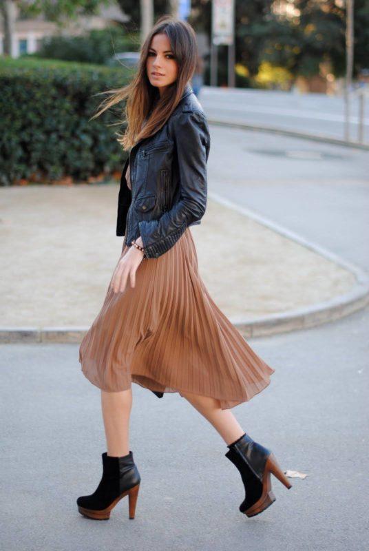 Платье и черная косуха