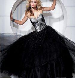 Черное бальное платье