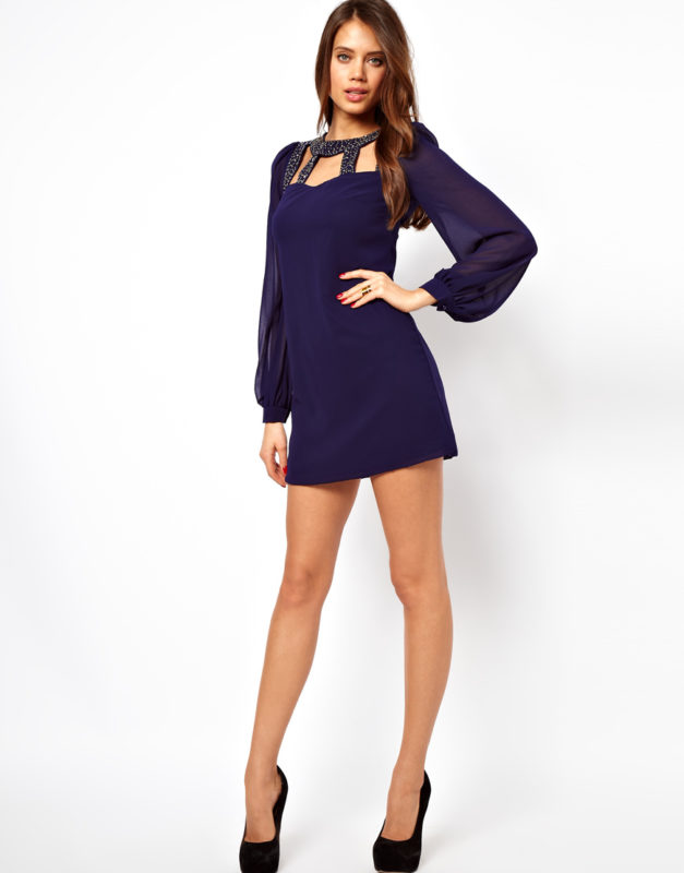 Короткое платье с рукавом колокол