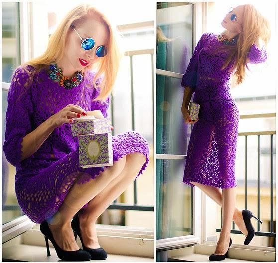 Фиолетовое кружевное платье