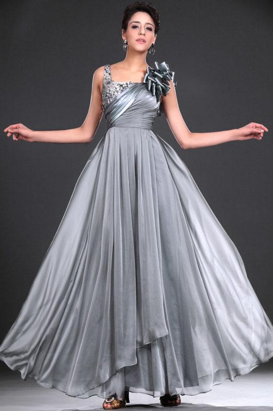 Бальное платье серого цвета