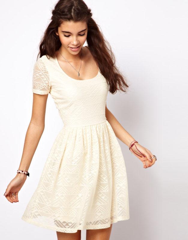 Белоснежное легкое платье