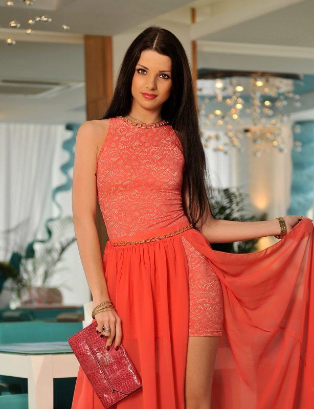 Розовое платье со снимающейся юбкой