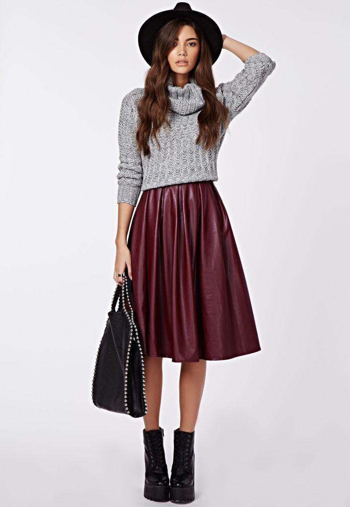 бордовая юбка из кожи