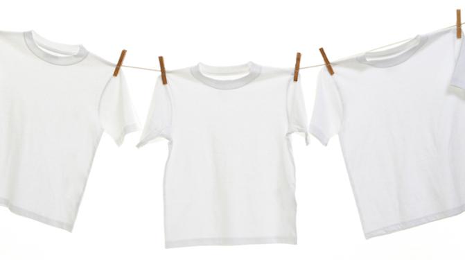 Как вывести желтые пятна от пота, дезодоранта на белой одежде. Лучшие способы